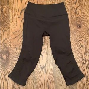 Lululemon black crop pants size 6